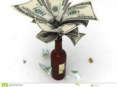 dinero-en-una-botella-de-vino-7053415-1