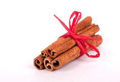 palillos-de-cinamomo-con-la-cinta-roja-22984792